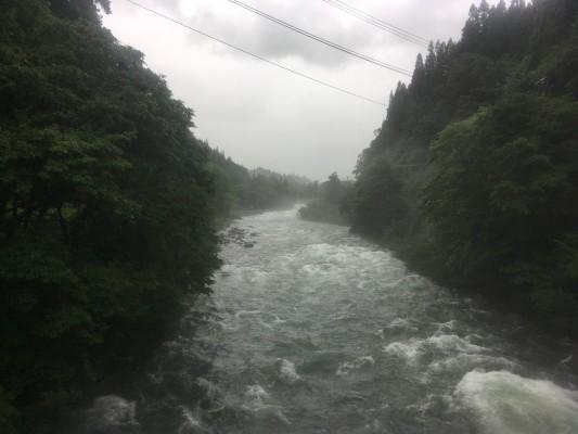 200707石徹白川の増水